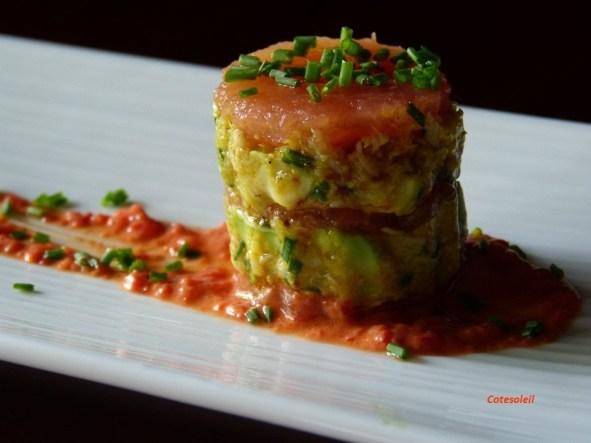 Millefeuille de tomate au crabe et avocat au curry