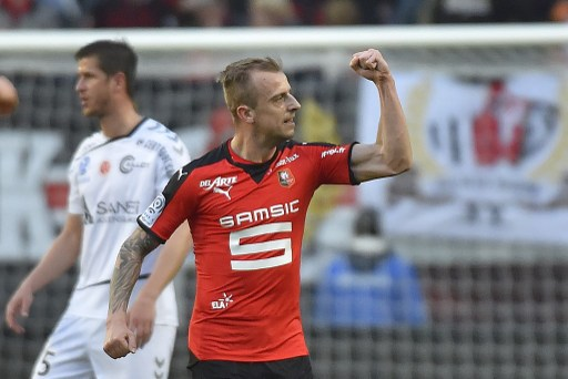 Rennes' Polish forward Kamil Grosicki celebrates after scoring during the French L1 football match Rennes vs Reims on April 2, 2016 at the Roazhon Park stadium in Rennes, western France. / AFP PHOTO / LOIC VENANCE
