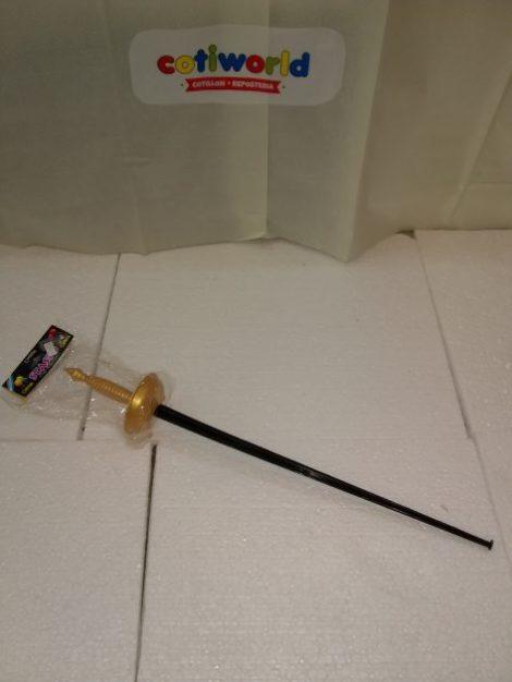 Espada con mango dorado