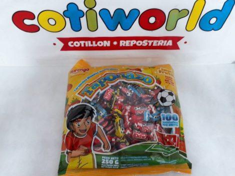 "Caramelos frutales ""Taponazo""  con motivo de pelota de futbol"