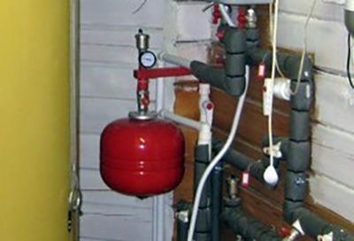 способ размещения бачка в системе отопления