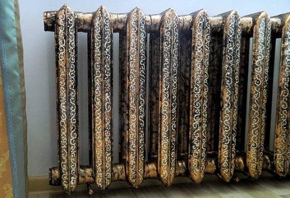 декоративный рисунок на радиаторе, сделанный своими руками