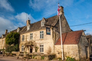 Cotswold Pub Accommodation The Swan at Swinbrook