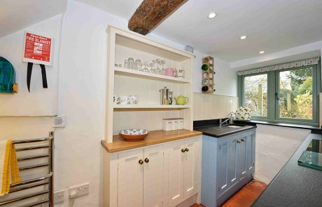 Cosy Corner Cottage, Evenlode, Kitchen cabinets