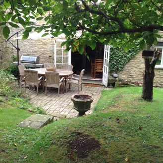cotswold-village-rooms-shill-house-cottage-self-catering-garden-patio