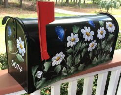 hand painted mailbox with daisies