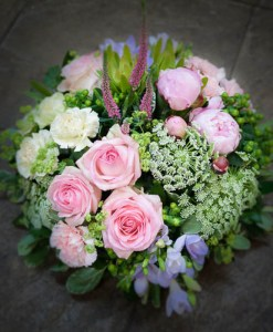pink and cream posy