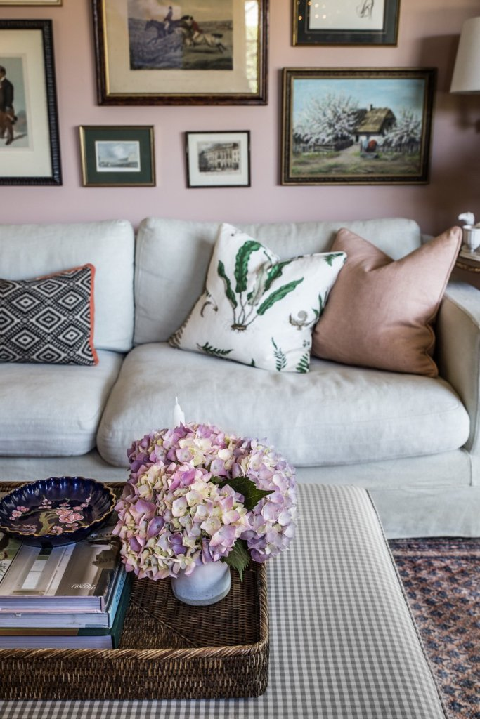 Cottage Christmas - pink living room - Cottonwood & Co