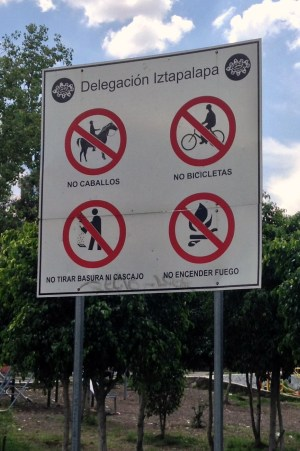 Sign in the park in Iztapalapa