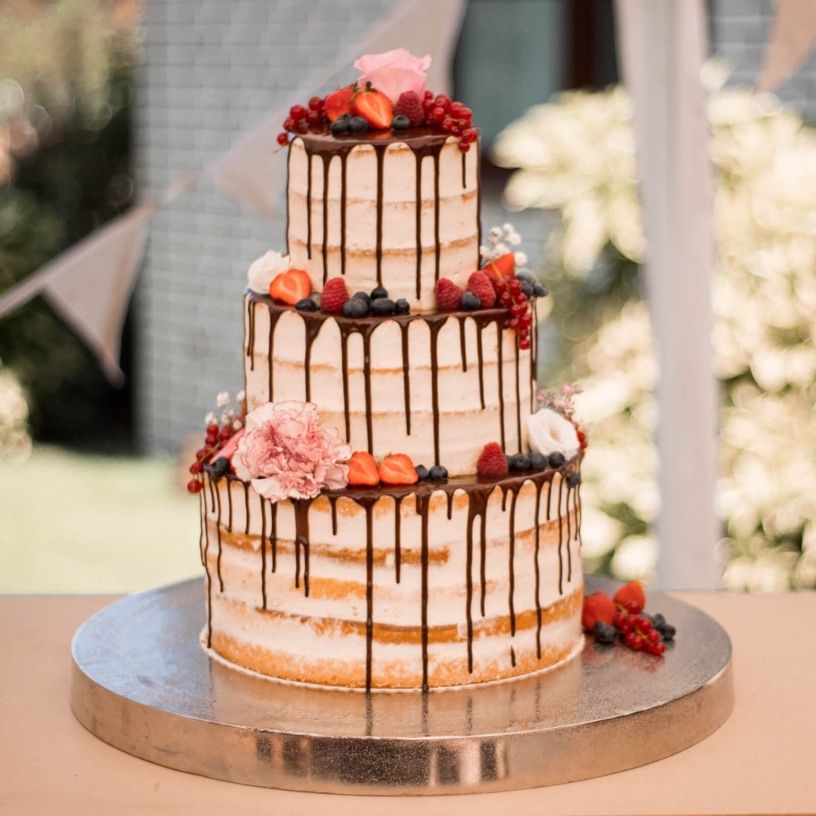 A Truly Scrumptious Cake | luxury wedding cakes| special