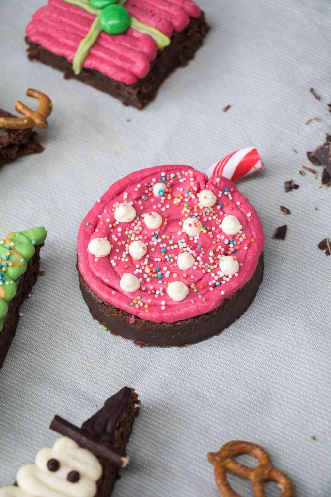 Christmas-brownies-christmas-baubles-weihnachts-brownies-weihnachtskugeln (4)