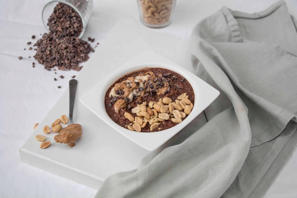 healthy-vegan-chocolate-peanut-butter-porridge-schoko-erdnuss-porridge-vegan-gesund (1)