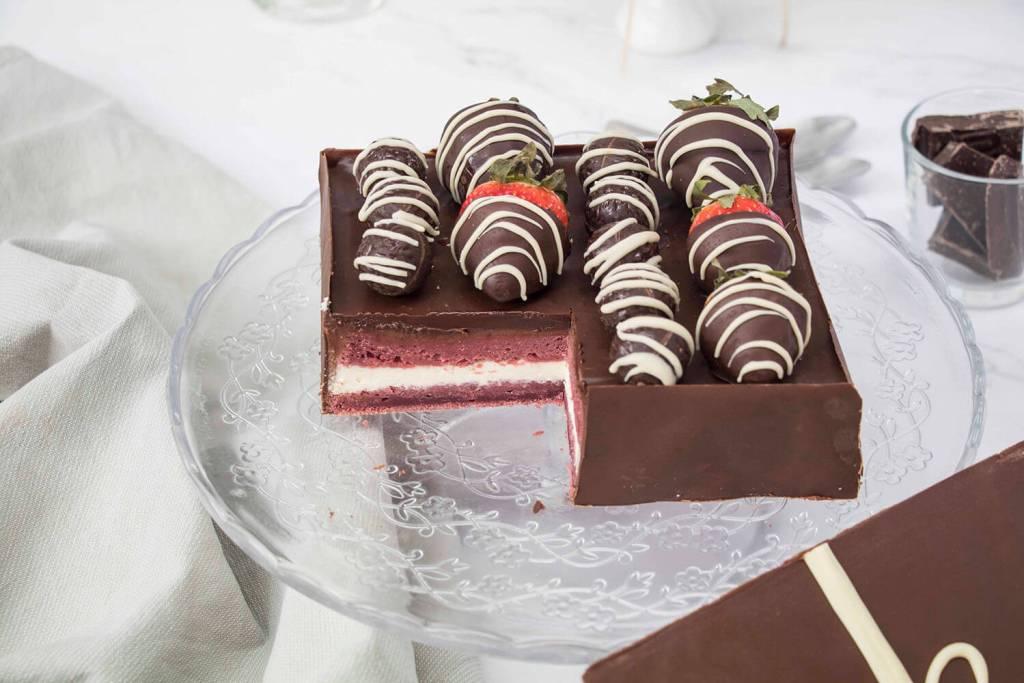 Valentines-Day-Chocolate-Box-Cake-Valentinstag-Torte-Pralinenschachtel-Torte (23)