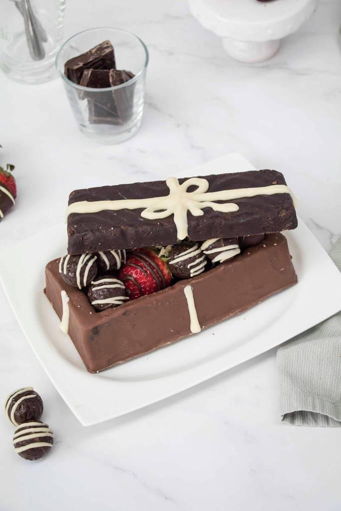 Valentines-Day-Chocolate-Box-Cake-Valentinstag-Torte-Pralinenschachtel-Torte-mothers-day-cake (