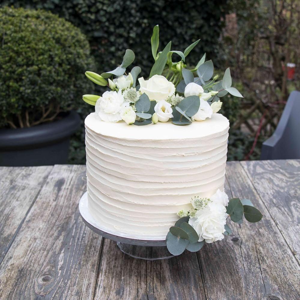 small-wedding-cake-elegant-romantic-kleine-hochzeitstorte-mit-blumen (10)_1