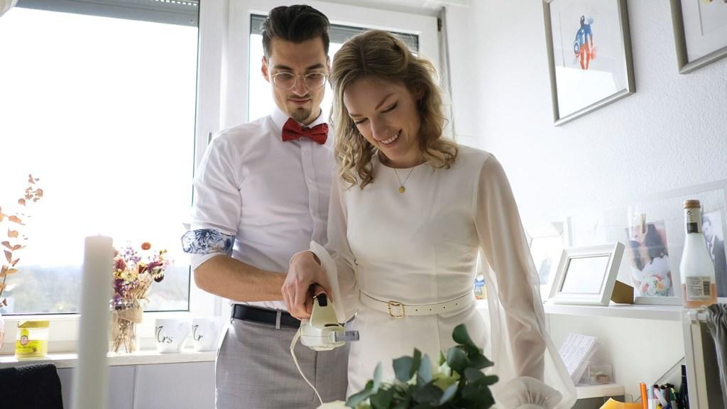 small-wedding-cake-elegant-romantic-kleine-hochzeitstorte-mit-blumen (4)