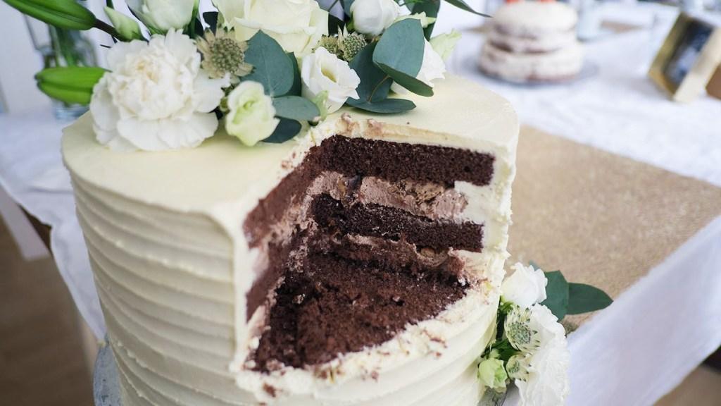 small-wedding-cake-elegant-romantic-kleine-hochzeitstorte-mit-blumen (9)