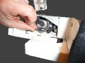 Nettoyage du crochet de la canette par coudreetbroder.com