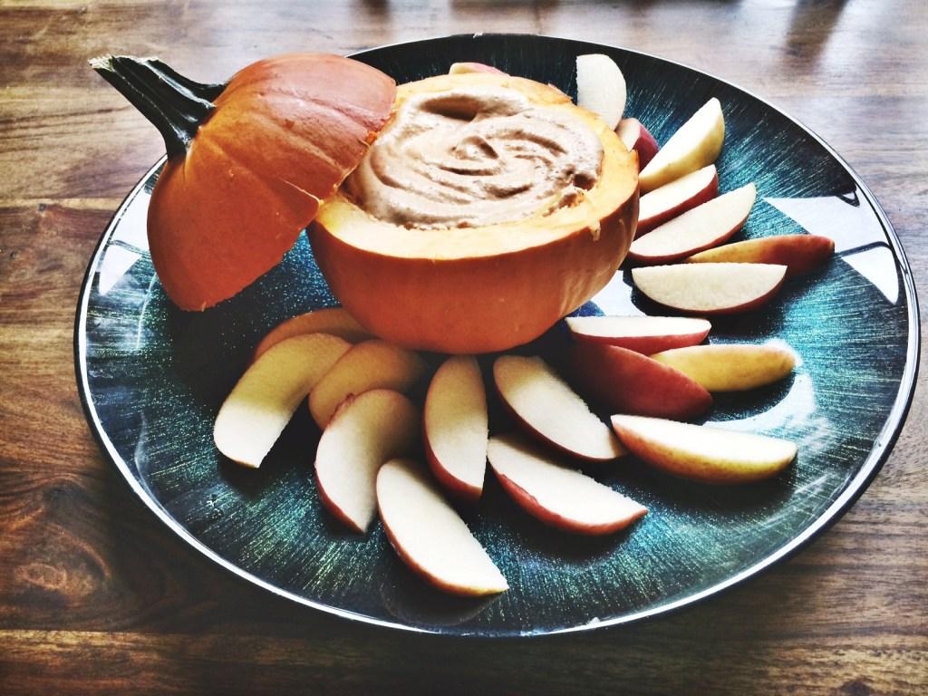 Skinny Pumpkin Pie Dip from Spring and Chelsea