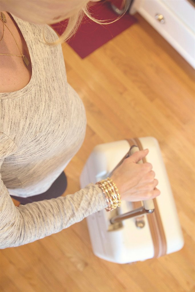 10 Healthy & Helpful Tips for Traveling Pregnant