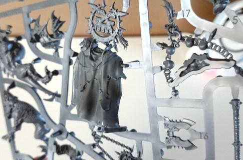 Warhammer Age of Sigmar - Khorne Bloodbound Lord of Khorne cloak on sprue