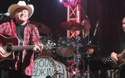 Doug Adkins : chanteur, parolier, musicien