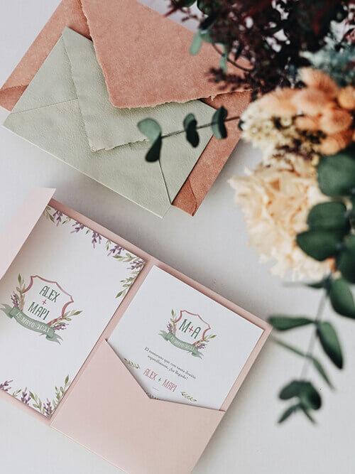 Invitación de boda campestre con escudo iniciales