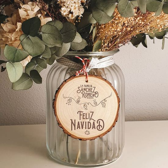 rodaja-madera-grabada-feliz-navidad-apellidos-familia