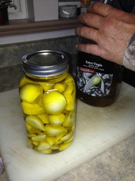 How to Preserve Garlic in Oil