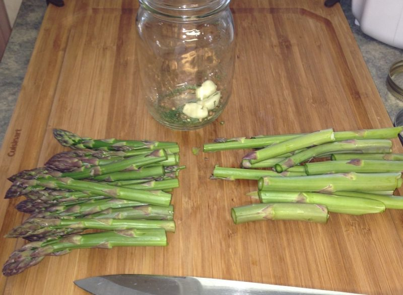 how to pickle asparagus, recipe, food, vegetable, canning, gardening