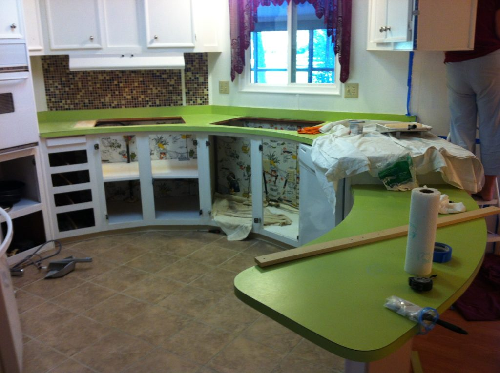 Using a Giani countertop paint kit for painting formica countertops in the kitchen