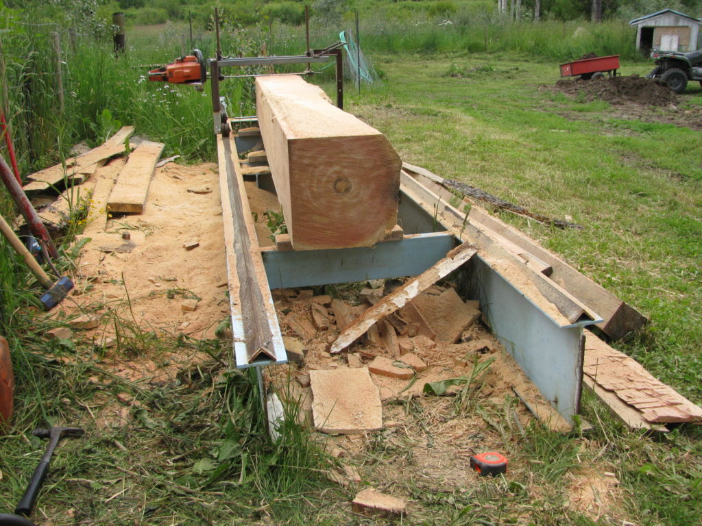 Sawmill made from a chainsaw.