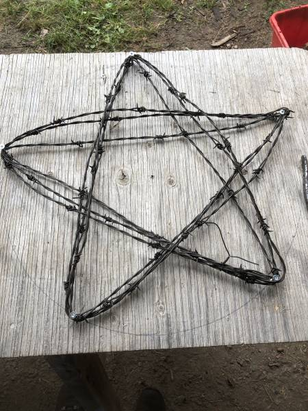 metal barbed wire star DIY