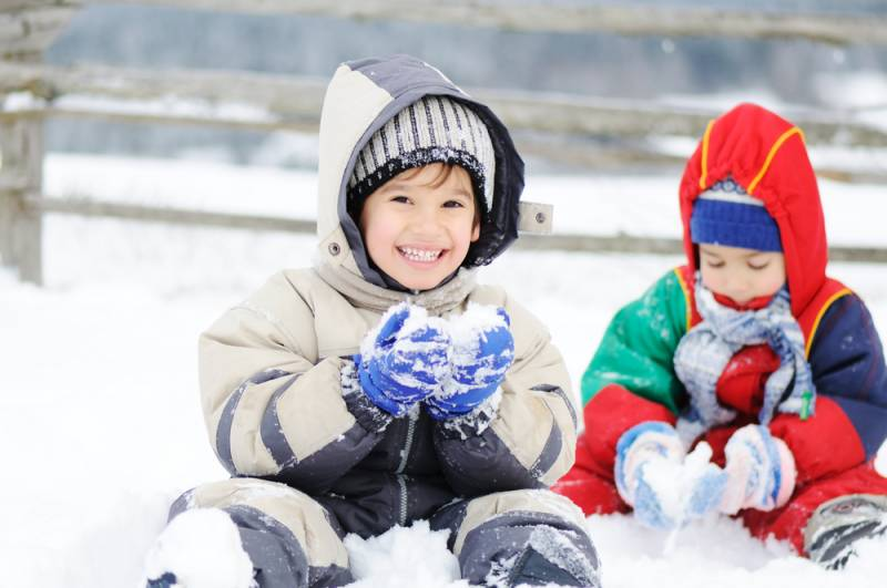 When you know how to properly layer clothes in winter, your kids can spend hours outdoors.