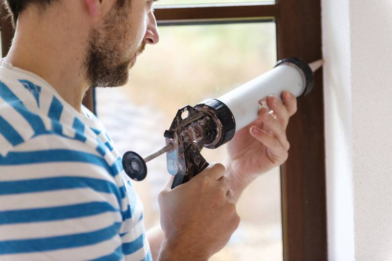 Caulking windows to get rid of house flies