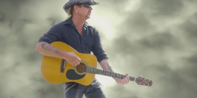 How The Tiger King Brought 90's Country BACK Into the Mainstream Spotlight