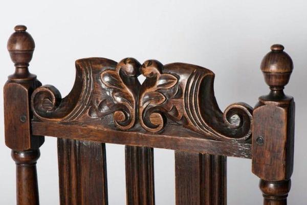 Good pair of Charles II oak chairs (England, c. 1680) Closeup Top Detail