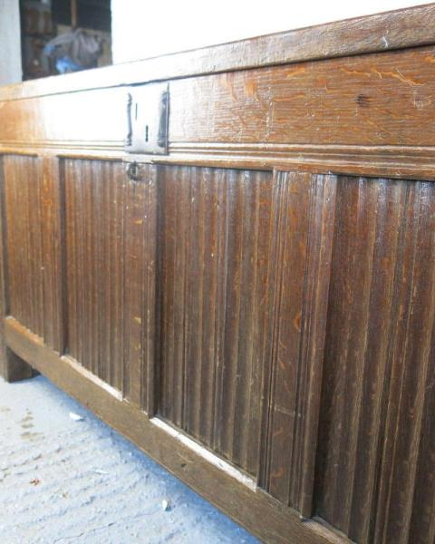 Early Oak coffer, with panelled lid. 1580