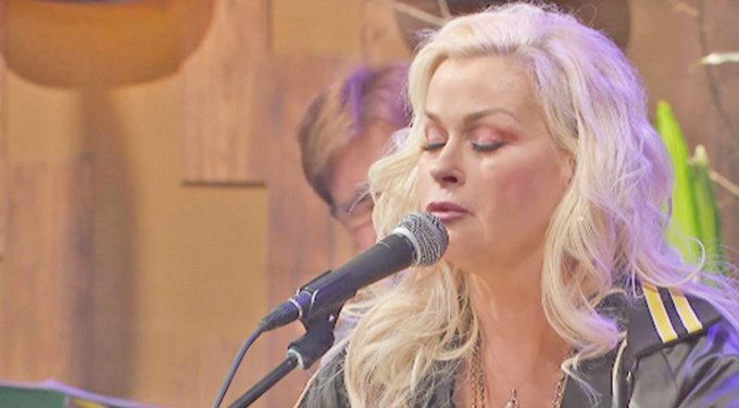 decades later, lorrie morgan still pulls on our heartstrings