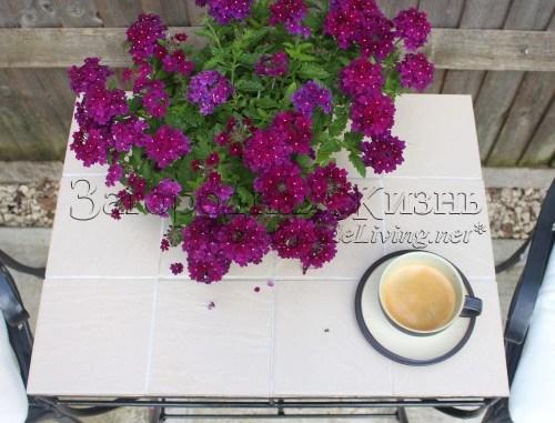 Переделка старого: садовый столик с плиткой своими руками