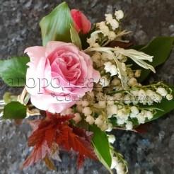 Домашние букеты в подарок. Мини-букет из розы, ландышей, листьев пузыреплодника и зелени