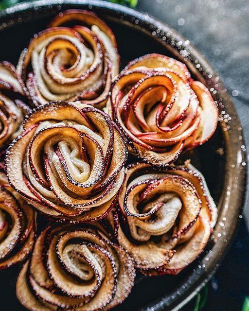 27a21f54ed3132a803d7b87cd1a8a606--apple-cream-cheese-rose-tarts-apple-rose-tart