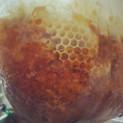 3.17 draining honey