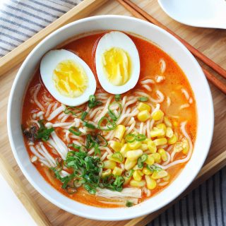 Easy Spicy Creamy Garlic Sriracha Ramen Recipe