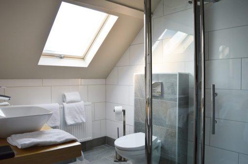 Spacious Bath Room | Boutique Hotel Sleep-Inn Box 5 Nijmegen © CoupleofMen.com