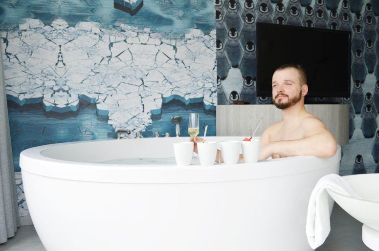 gay man sitting in bath whirlpool Mainport Hotel Rotterdam Gay-Friendly © CoupleofMen.com