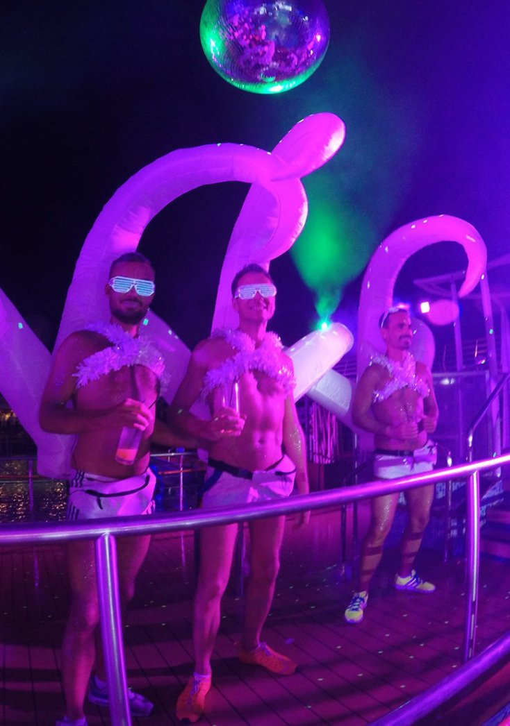 Tips European Gay Cruise White Party | Gay Men Tips La Demence The Cruise © CoupleofMen.com