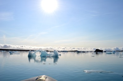 Sun over the lagoon and ice of the Glacier Lagoon Jökulsárlón © CoupleofMen.com