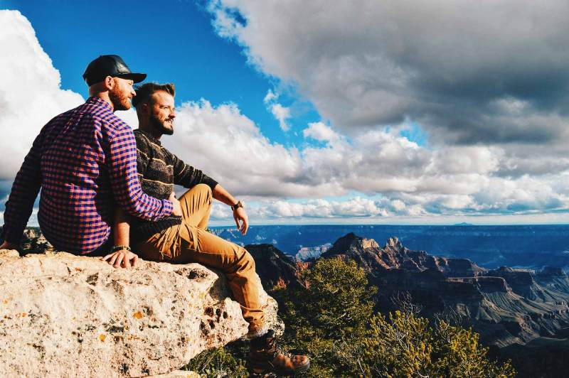 Enjoying the view over the North Rim of the Grand Canyon | Road Trip USA Highlights American South West © CoupleofMen.com