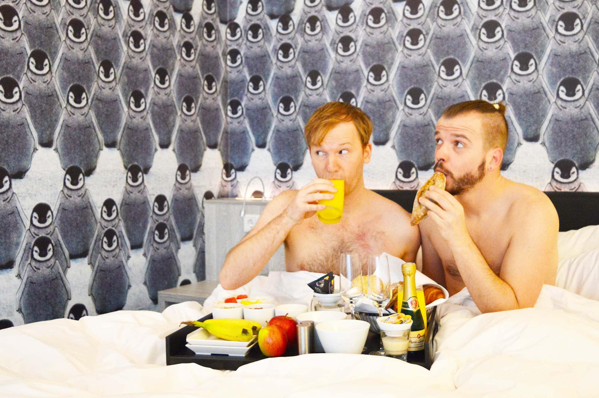 Breakfast in Bed | Mainport Hotel Rotterdam Gay-Friendly © CoupleofMen.com